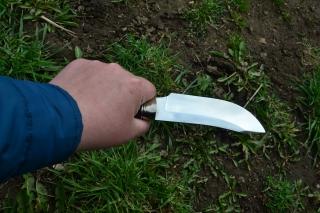 Нож Скинер 2 - сталь D2, мельхиоровое литьё, фибра, корень ореха.