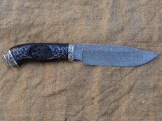 Нож Аскет, дамасск, мельхиор, граб. Инкрустация: серебро, резьба по дереву.